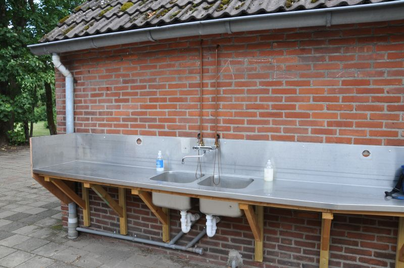 handen wassen en vaatwassen in Coronastijl